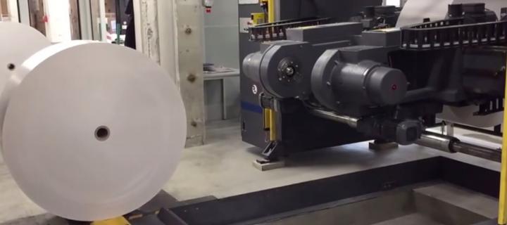 Video automatischer Papierrollenwechsel im Rollenoffsetdruck