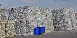 Altpapierhaufen für Recycling