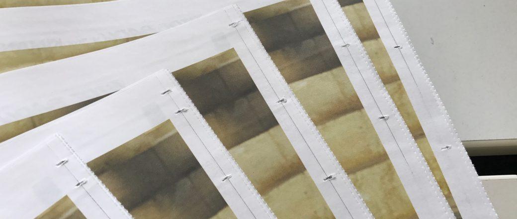 Produktionsbedingte Merkmale, die im Zeitungsdruck entstehen können